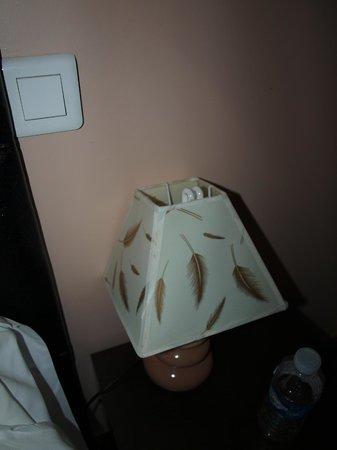 Reims Hôtel : lampe bancale