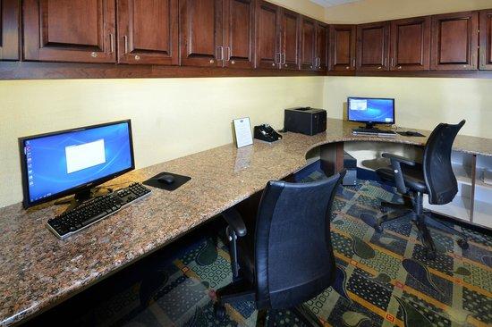 Hampton Inn Roxboro: Business Center