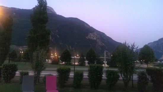 Ibis Budget Saint Jean de Maurienne : Evening from the patio 2