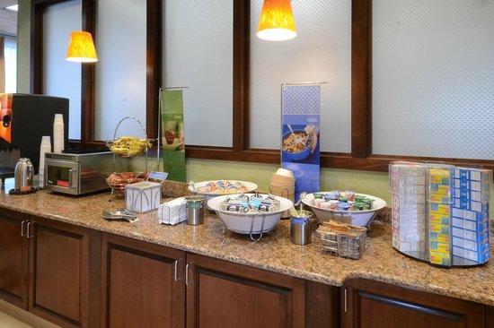 Hampton Inn Roxboro: Breakfast Area