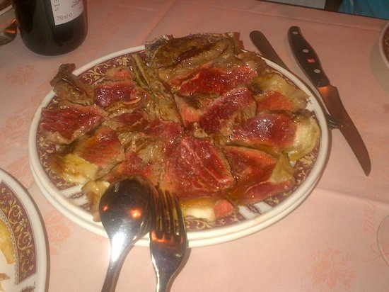 Osteria La Carbonaia: Beef, Florentine style : add a drop of olive oil and crushed pepper...