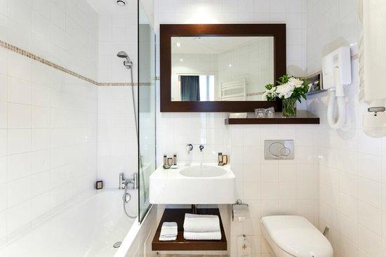 Hotel Le Clos Medicis : Bathroom