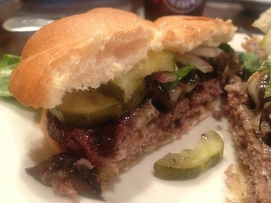 CooperSmith's Pub & Brewery : Bison burger