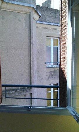 Hôtel balladins Albertville/Tournon : Volet!!!