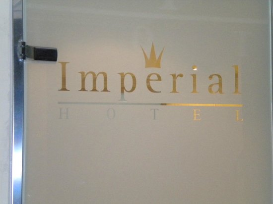 Imperial Hotel: Modern bathroom door