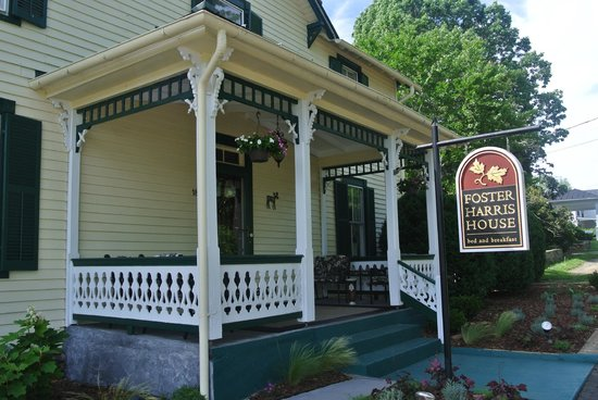 Foster Harris House B&B: Great location