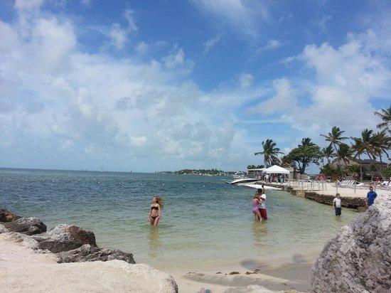 Postcard Inn Beach Resort & Marina: Enjoying the water!