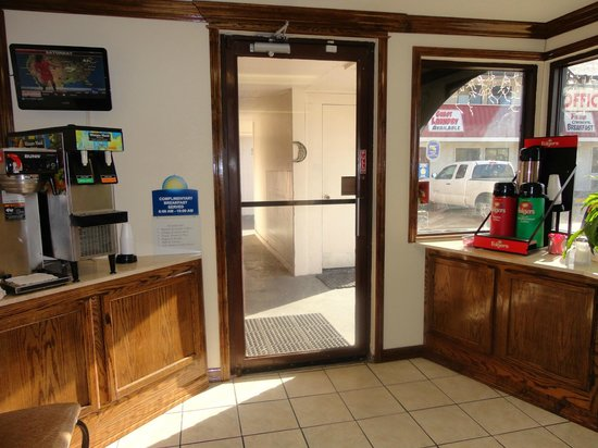 Days Inn Muskogee: Remodeled Office