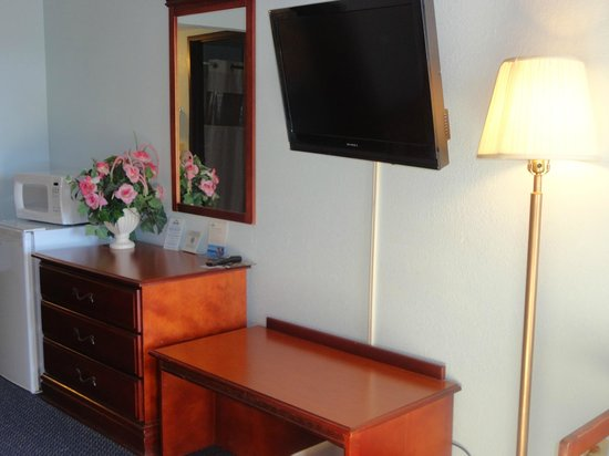 Days Inn Muskogee: New Rotating Flatscreen TVs