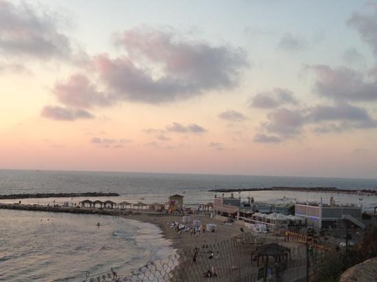 Hilton Tel Aviv: beach as sun was setting