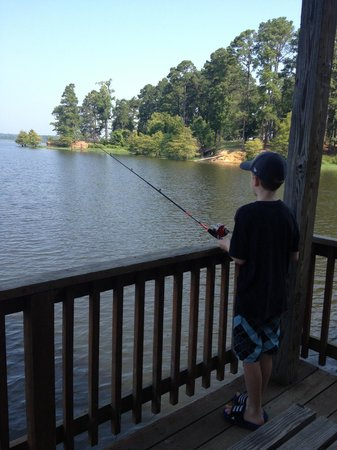 Wildwood Resort: Fishing off the dock/pier