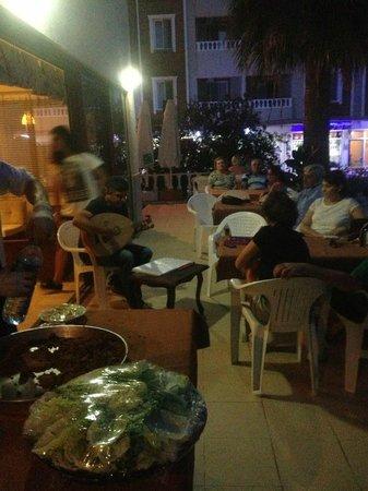 Evin Hotel 2: çiğköfte partimiz