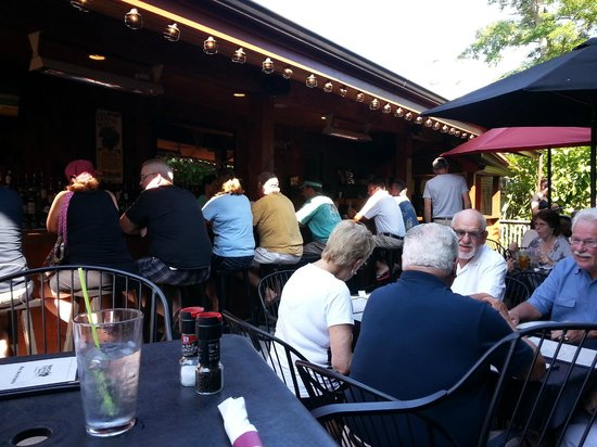 North Country Grill and Pub: Boone's North Country outside dining