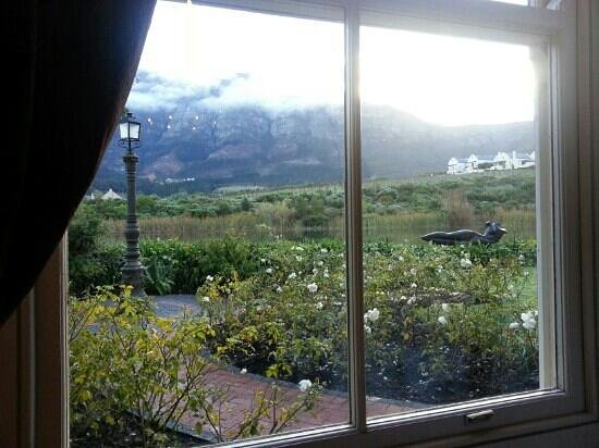 L'Ermitage Franschhoek Chateau & Villas: view from main dining area