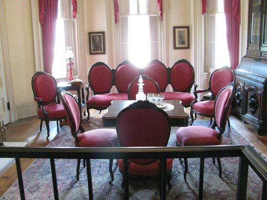 Woodruff-Fontaine House: The parlor.