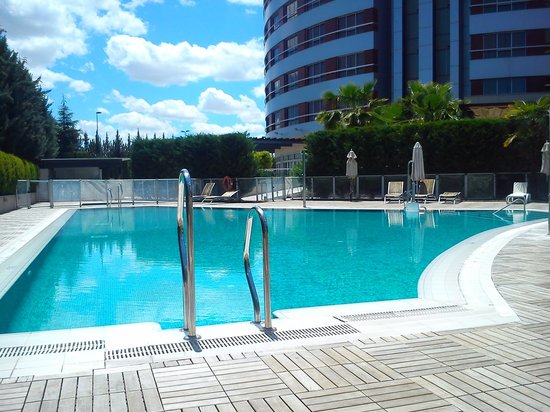 Abades Nevada Palace: buena piscina