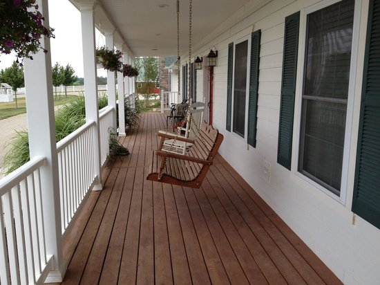 Marydale Inn Bed & Breakfast: Lovely front porch