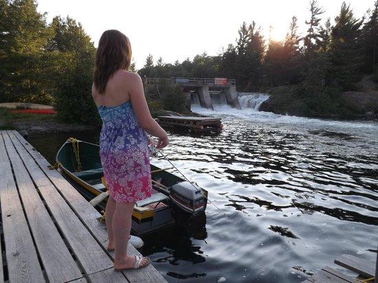 Pine Falls Lodge: fishing on the dock