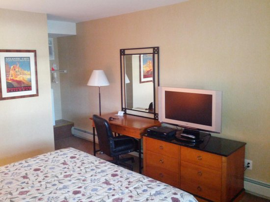The Belvedere Motel: Interior of room #4