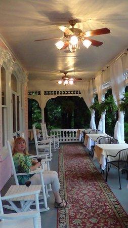 Cedar Crest Inn: The Veranda for your Coffee, tea or whatever pleasure
