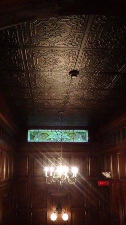 Cedar Crest Inn: Detail in the ceilings