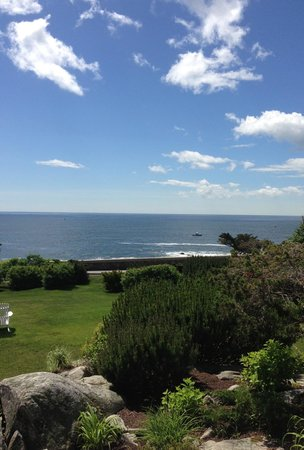 Cape Arundel Inn & Resort : View of the grounds