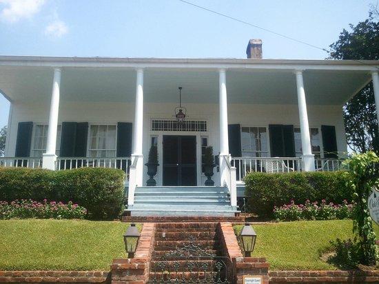 Historic Oak Hill Inn: Beautiful front of home