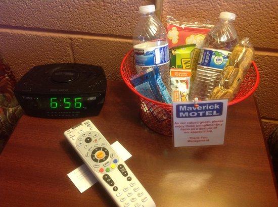 Maverick Motel: complimentary in-room snack basket
