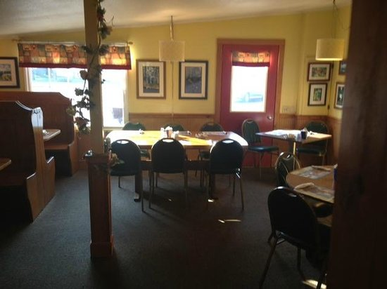 Scaturo's Baking Co & Cafe: Scaturo's indoor dining room