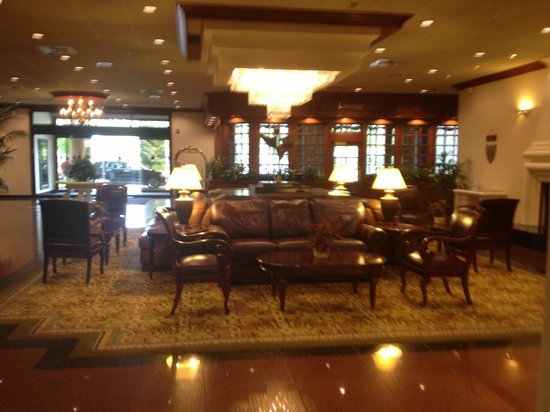 DoubleTree by Hilton Hotel Flagstaff : The Lobby