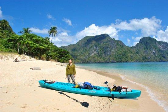 Secret Lagoon Beach: kayak rocks