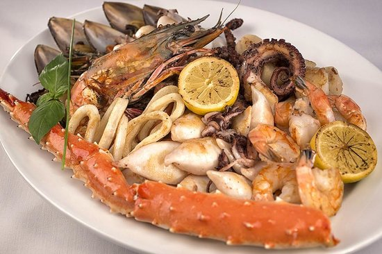 Fish Market: Assorted seafood grill