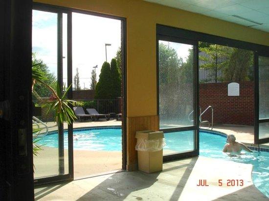 Comfort Suites Mineral Wells: Pool Area