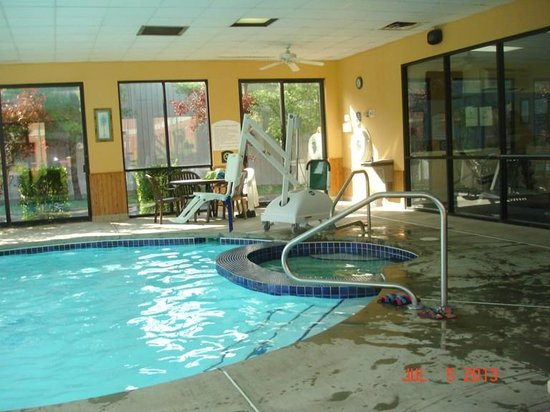 Comfort Suites Mineral Wells: Pool and Exercise Room