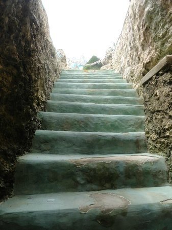 Blue Cave Castle: steps up from cave