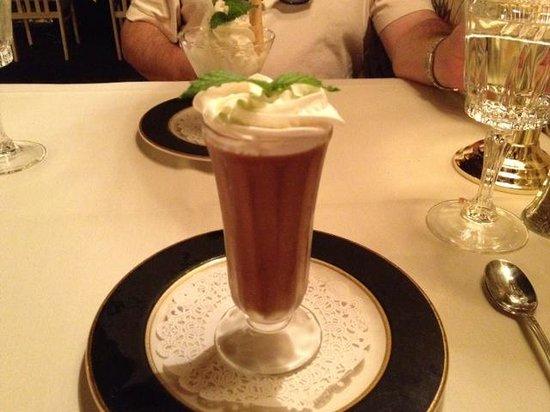 Basil's Restaurant : Mousse au Chocolat