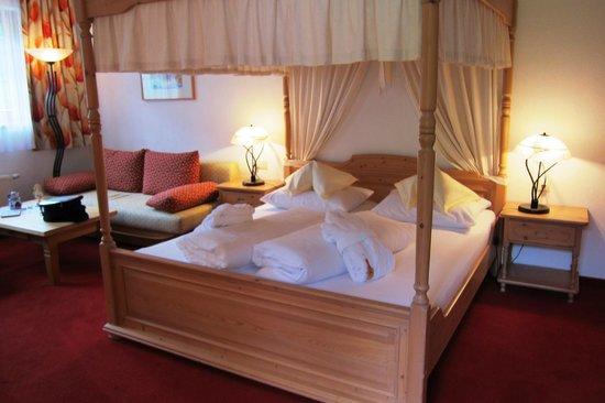 Almwellness-Resort Tuffbad: Himmelbett