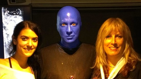 Blue Man Group : Wife and daughter with a 'Blue Man'