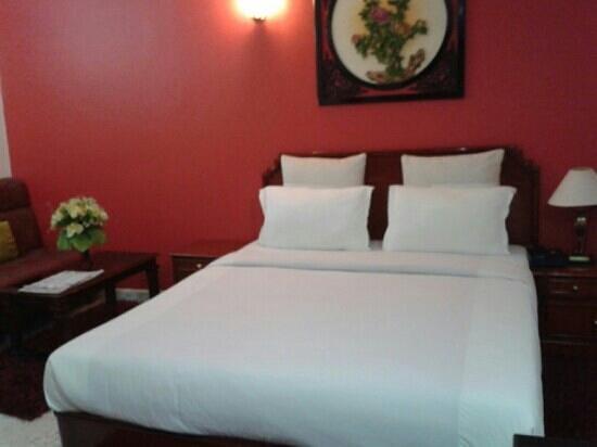 OYO 4452 Hotel Pigeon International: bed