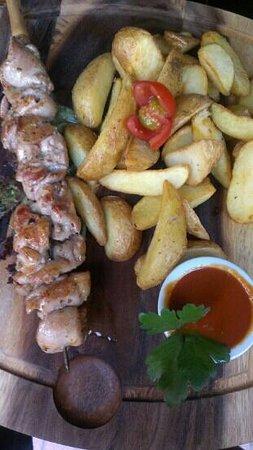 Konventa Terrace: chicken shashlik with potato wedges