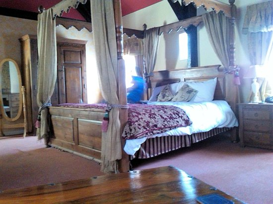 The Old Vicarage: Four Poster Room