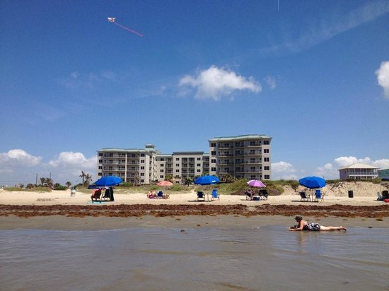 Holiday Inn Club Vacations Galveston Beach Resort: View of hotel from the beach