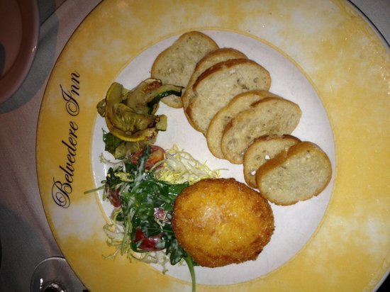 The Belvedere Inn : Fried goat cheese with grilled vegetables