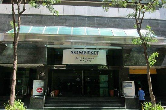 Somerset Millennium Makati: hotel entrance