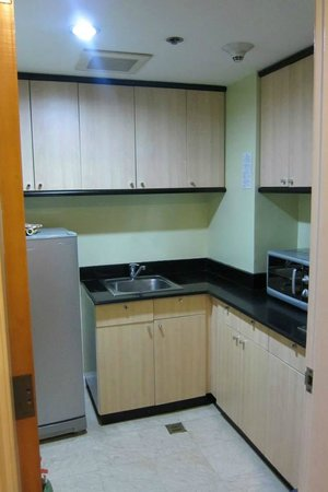 Somerset Millennium Makati: furnished kitchen