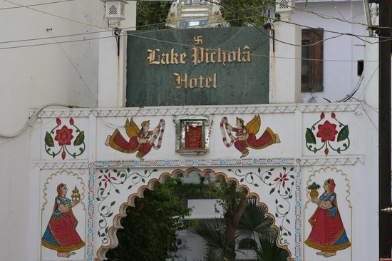 Lake Pichola Hotel: Entrance to hotel