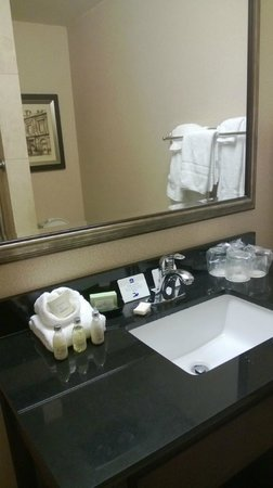 Best Western Heritage Inn: Surprisingly nice batthroom & good quality toiletries.