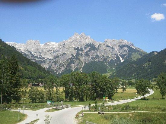 Travel Charme Bergresort Werfenweng: Blick zum Tennengebirge