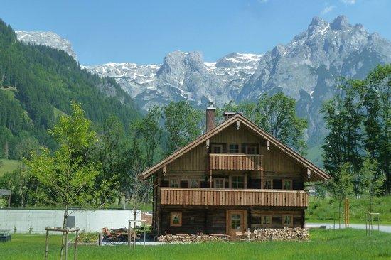 Travel Charme Bergresort Werfenweng: Stroblhaus bei der Hotelanlage