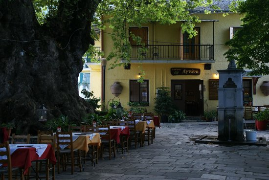 Tsagkarada, Greece: Taverna Agnanti in summer